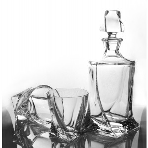 Set of Crystal Quadro Decanter and 4 Whisky Glasses